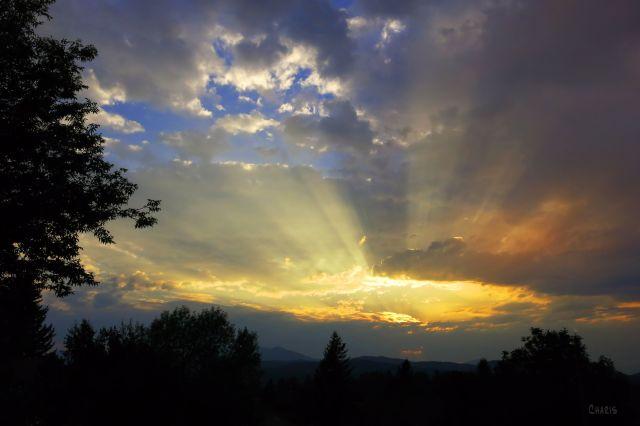 IMG_4073_sun rays sky clouds ch