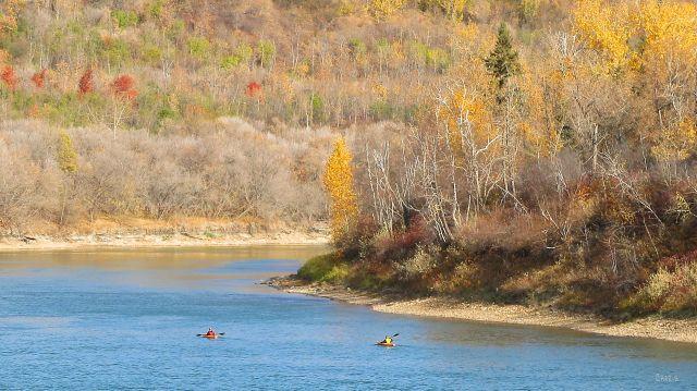 IMG_6981 ch Edmonton kayaks North Saskatchewan river autumn