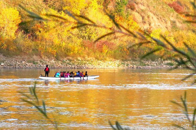 boat N. Saskatchewan river rowers IMG_5768