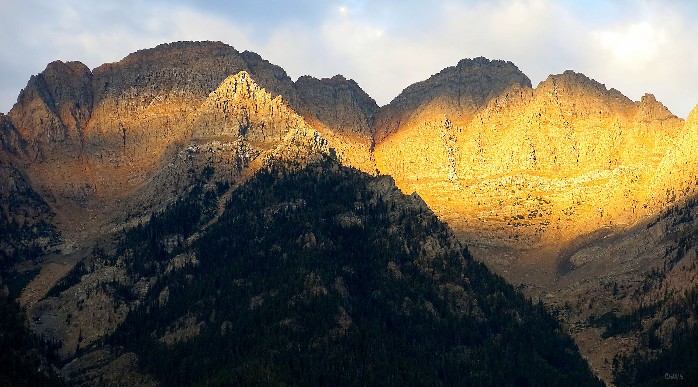 mountains-light-shadow-sunset-rs-ch-img_2381